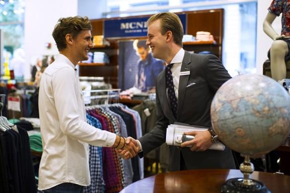 Janssen und Guetz Handshake