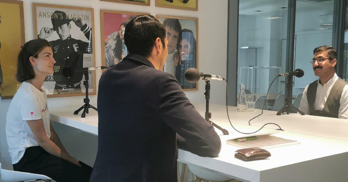 Julia und Sebastian bei der Podcastaufnahme mit unserem Gast